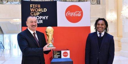 Futbol üzrə dünya çempionatının Kubokunun əsli Prezident İlham Əliyevə təqdim edilib
