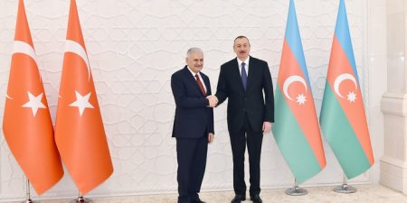 Prezident İlham Əliyev Türkiyənin Baş naziri Binəli Yıldırım ilə görüşüb