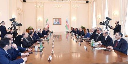 Azərbaycan və İran prezidentlərinin geniş tərkibdə görüşü olub