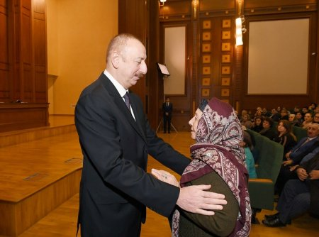 Prezident İlham Əliyev şəhid ailələri ilə görüşüb
