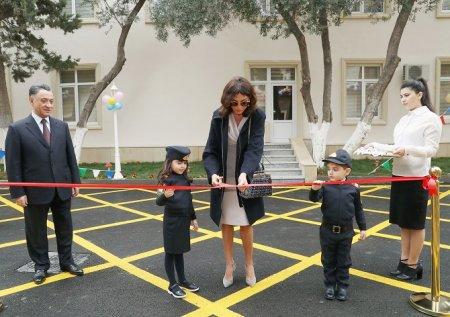 Birinci vitse-prezident Mehriban Əliyeva Bakının Xətai rayonunda yeni inşa olunmuş 6 saylı uşaq bağçasının açılışında iştirak edib