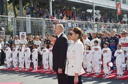 Prezident İlham Əliyev Bakıda Formula 1 SOCAR Azərbaycan Qran-Prisinin əsas yarışına baxıb