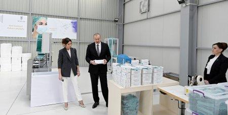 Prezident İlham Əliyev Sumqayıt Kimya Sənaye Parkında tibbi maska istehsalı müəssisəsinin açılışında iştirak edib