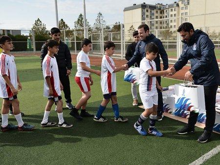 AFFA-nın icraçı vitse-prezidenti Masallıda uşaq futbolçularla görüşüb